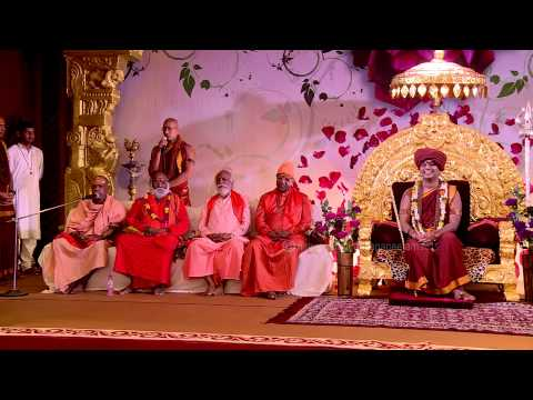 Swamiji with Chief Guests in Varanasi InnerAwakening