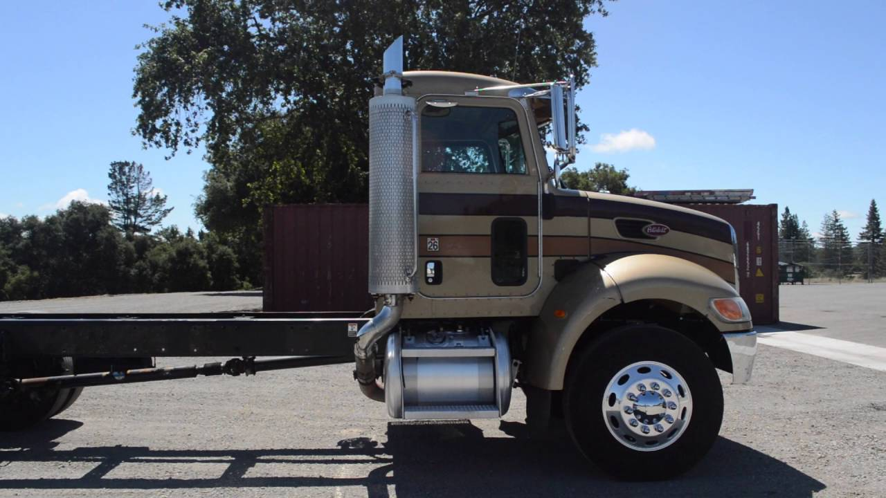 2005 Peterbilt 335 Cab and Chassis / Charter Truck - U10353