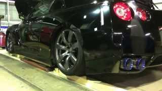 Nissan GT-R 35 após a instalação da suspensão a ar na M&G garage Japan