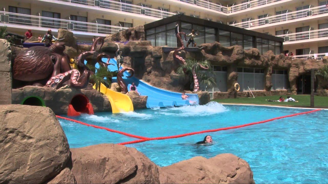 Hotel con toboganes evenia olympic resort lloret de mar for Piscinas con toboganes