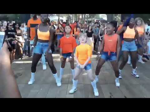 Youngsters Dancing Afro House !! Almost 2M Views !!
