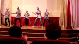 Шикарный танец на Новый Год...О_о