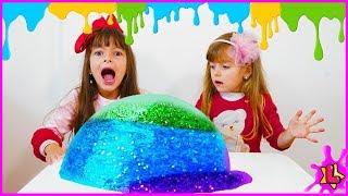 LAURINHA NO DESAFIO DO SLIME COM 3 CORES! ★ 3 colors of glue slime challenge with Laurinha e Helena