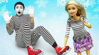 Clown and Barbie doll learn to skate - Best fails