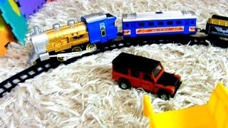 Игрушечные машинки и поезд. Собираем железную дорогу. Видео с игрушками(Видео для детей. Игрушечные машинки будут собирать железную дорогу, а потом по ней поедет поезд. Дорога..., 2016-12-11T03:00:01.000Z)