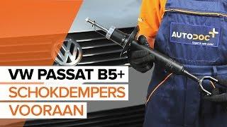 Hoe een schokdempers vooraan vervangen op een VW PASSAT B5+ [HANDLEIDING]