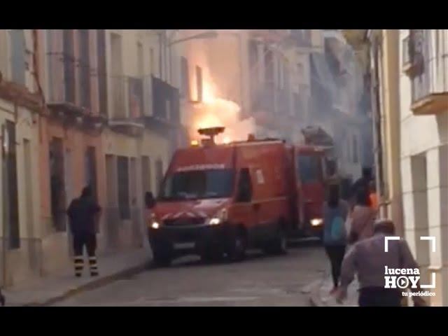 Vídeo: Un incendio en  la calle Álamos deja 4 horas sin luz a parte de la zona sureste de la ciudad