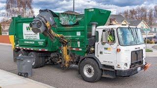 Autocar ACX - McNeilus AutoReach Garbage Truck