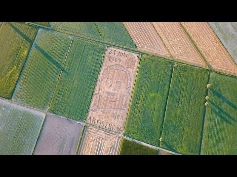 شاهد: فنان إيطالي يرسم -بورتريه- أرمسترونغ بالجرار الزراعي …  - 22:54-2019 / 7 / 18