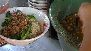 Jakarta Street Food 362 Intersection Two Chicken Noodle Dumplings Boiled