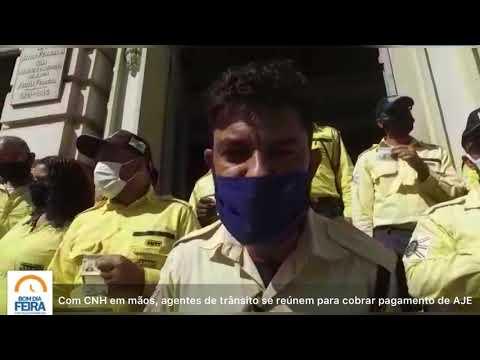 Com CNH em mãos, agentes de trânsito se reúnem para comprovar que são habilitados