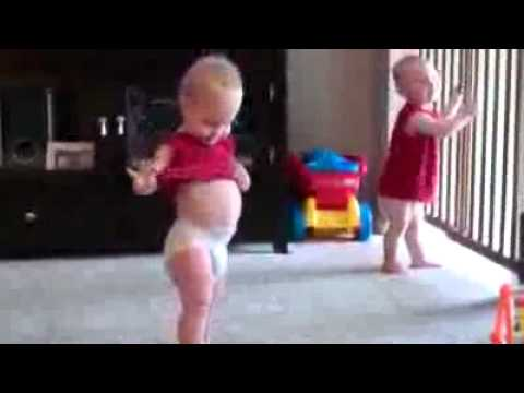 Best funny baby videos - Video Lucu - Funny Baby Video Dancing