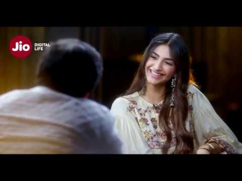 Sonam Kapoor on First Kiss | Jio Famously FilmFare