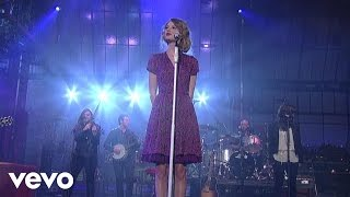 Repeat youtube video Taylor Swift - Love Story (Live on Letterman)