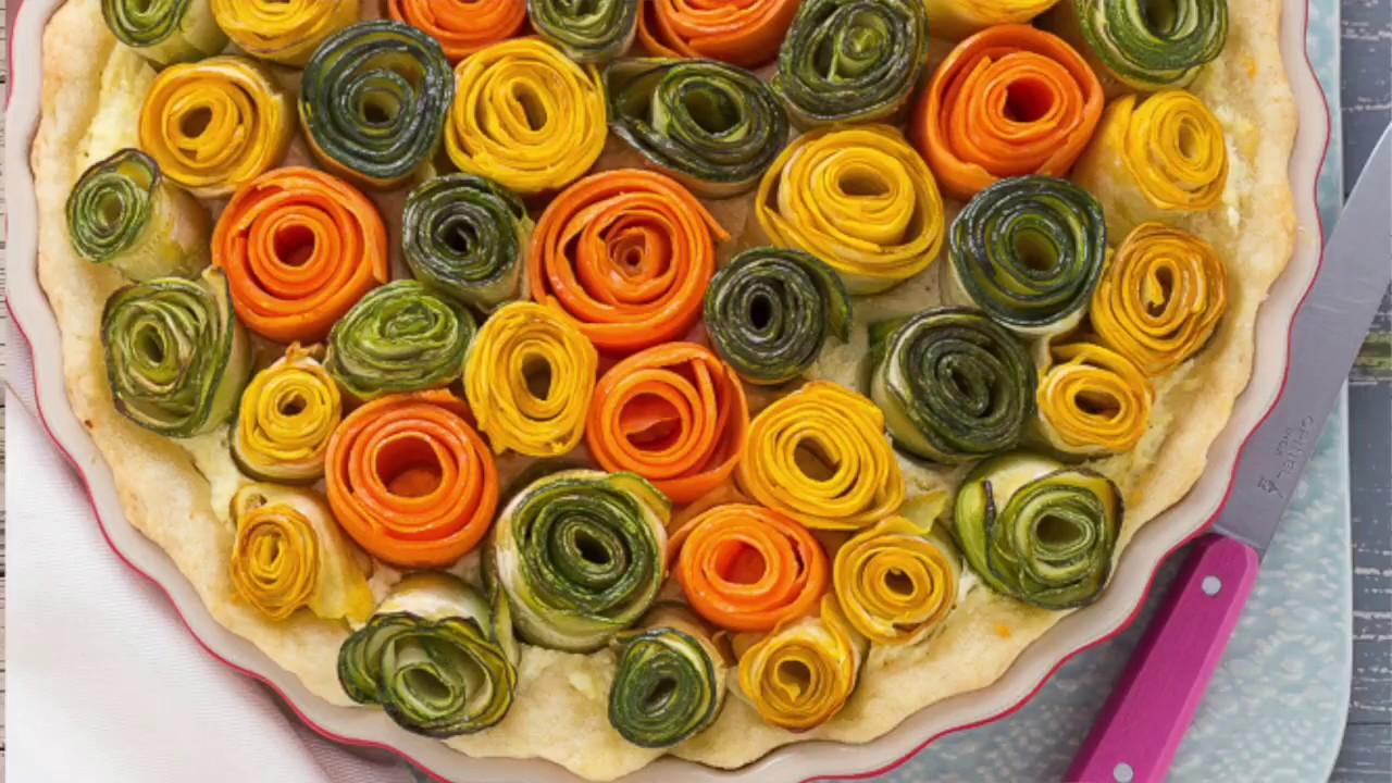 Torta salata con rose di verdure zucchine e carote (VEGGIE