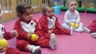 Los bebés en Pecas identifican el sabor ácido jugando con limones