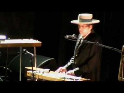 Bob Dylan - Australia 2011__introduces His Band