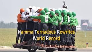 オートバイ1台に58人!インド軍のチーム「トルネード」が世界記録を樹立