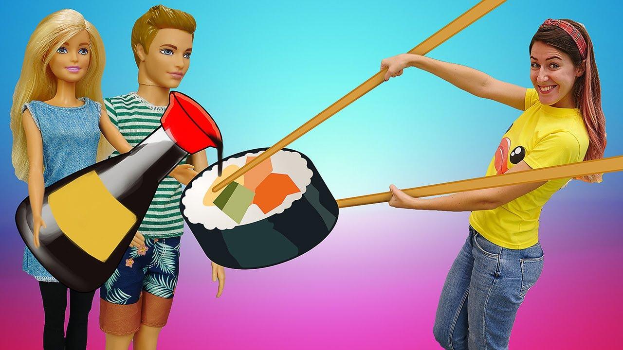 Barbie cocina para Ken. La cocina de Barbie. Juegos de cocina para niñas