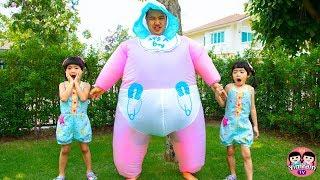 หนูยิ้มหนูแย้ม   เลี้ยงน้องยักษ์ Kids Pretend Play Taking Care of Giant Babies
