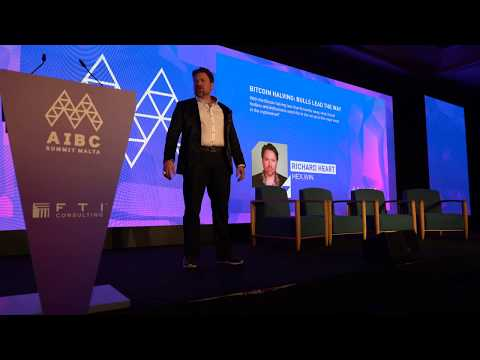 Richard Heart promotes Bitcoin on stage in Malta 2019.