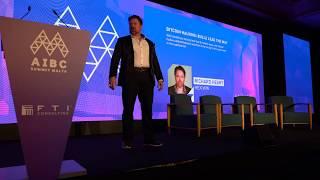 Richard Heart promotes Bitcoin on stage in Malta 2019.