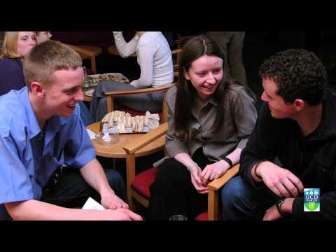 Teach na Gaeilge UCD ag Ceiliúradh 15 Bhliain