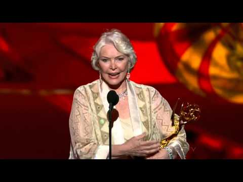 Ellen Burstyn wins an Emmy for Political Animals 2013