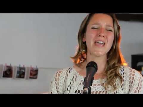 """Hallelujah I Lover Her So"", de Ray Charles, interpretat per Black Coffee"