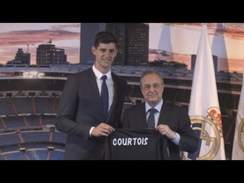 Courtois besa el escudo del Real Madrid