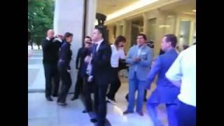Дмитрий медведев и Гарик Мартиросян (dance remix).mpg