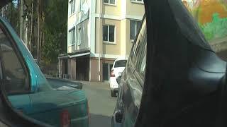 Выезд из парковки задним ходом в тесном дворе