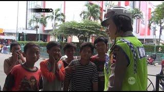Download Video Loncat Dari Kendaraan Bak Terbuka, Anak-anak ini Ditegur Petugas - 86 MP3 3GP MP4