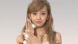 元AKB48の板野友美さんが、ネイルを愛する各界の著名人に贈られる「ネイルクイーン2013」のアーティスト部門に選ばれ、11月11日、東京都内で行われた受賞式に登場 ...