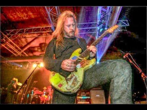 Alice in Chains – Them Bones (W/Maynard James Keenan) [2005/02/18 @ Seattle, WA]