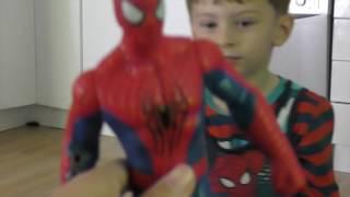 Игрушка Человек - паук  🕷️  висит вниз головой
