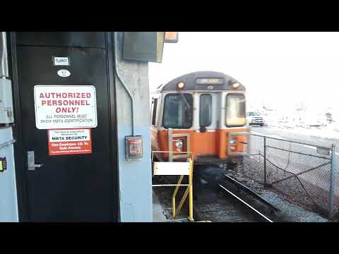 Boston MBTA Orange Line train departing Wellington Station ( Dec 23, 2019 )
