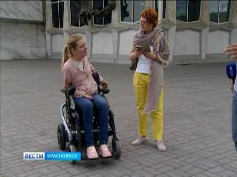 """В центре Красноярска ловили водителей, паркующих свои машины под знаком """"Стоянка для инвалидов"""""""