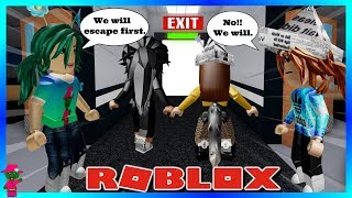 WHO IS THE BETTER BABYSITTER? (Roblox Flee the Facility)