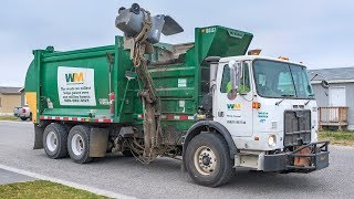 Autocar WX64 - McNeilus AutoReach Garbage Truck