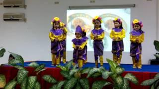 Tarian anak dipersembahkan pada acara serah terima pengurus Oriska ...