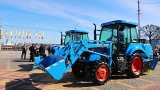 Трактор-шоу на Красной площади в Чебоксарах