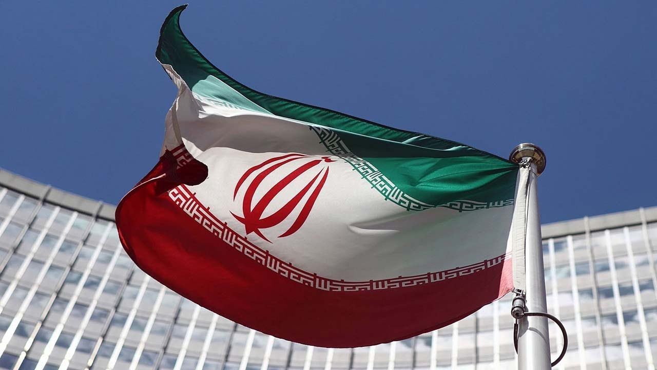 Apple Cuts Iran-Made Apps From Store Over Sanctions