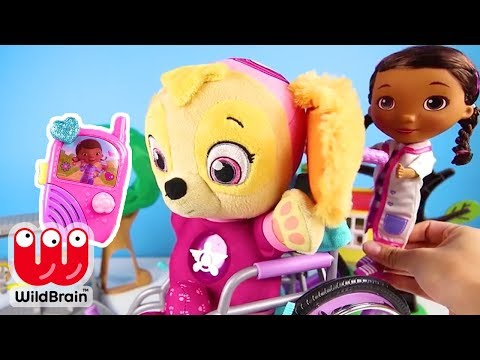 TOY PLAYSET with Paw Patrol Skye visiting Nick JR Doc McStuffins | Ellie Sparkles Toys and Dolls
