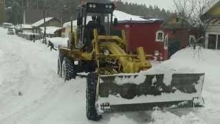 Уборка снега в моём переулке 16.03.2015.(Принимали участие несколько единиц техники ,в том числе мой трактор и несколько лопат. Мой блог на Драйв..., 2015-03-16T18:57:01.000Z)