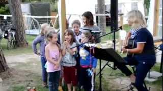 Unsere Campingkinder trauen sich ans Mikrofon...
