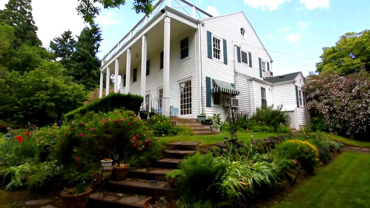 Classic Colonial Home / Salem, Oregon Homes For Sale And