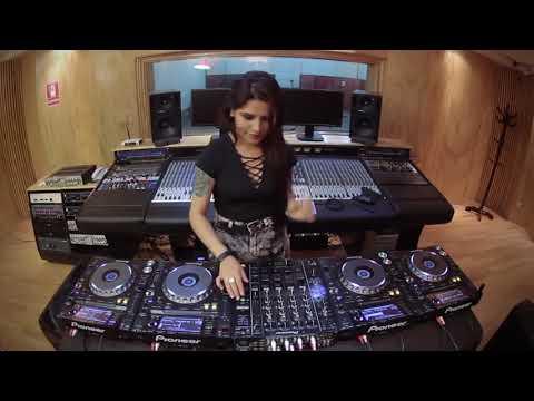 Rozz   Mixing On 4 CDJs Vol 3 Mp4