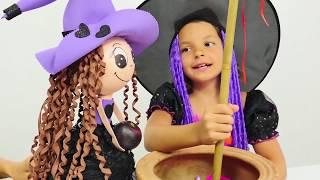 Видео с игрушками. Маленькая ведьма Кати превращает Пеппе в принца. Развивающее видео для детей.