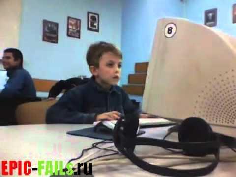 Видео парни перед компьютером